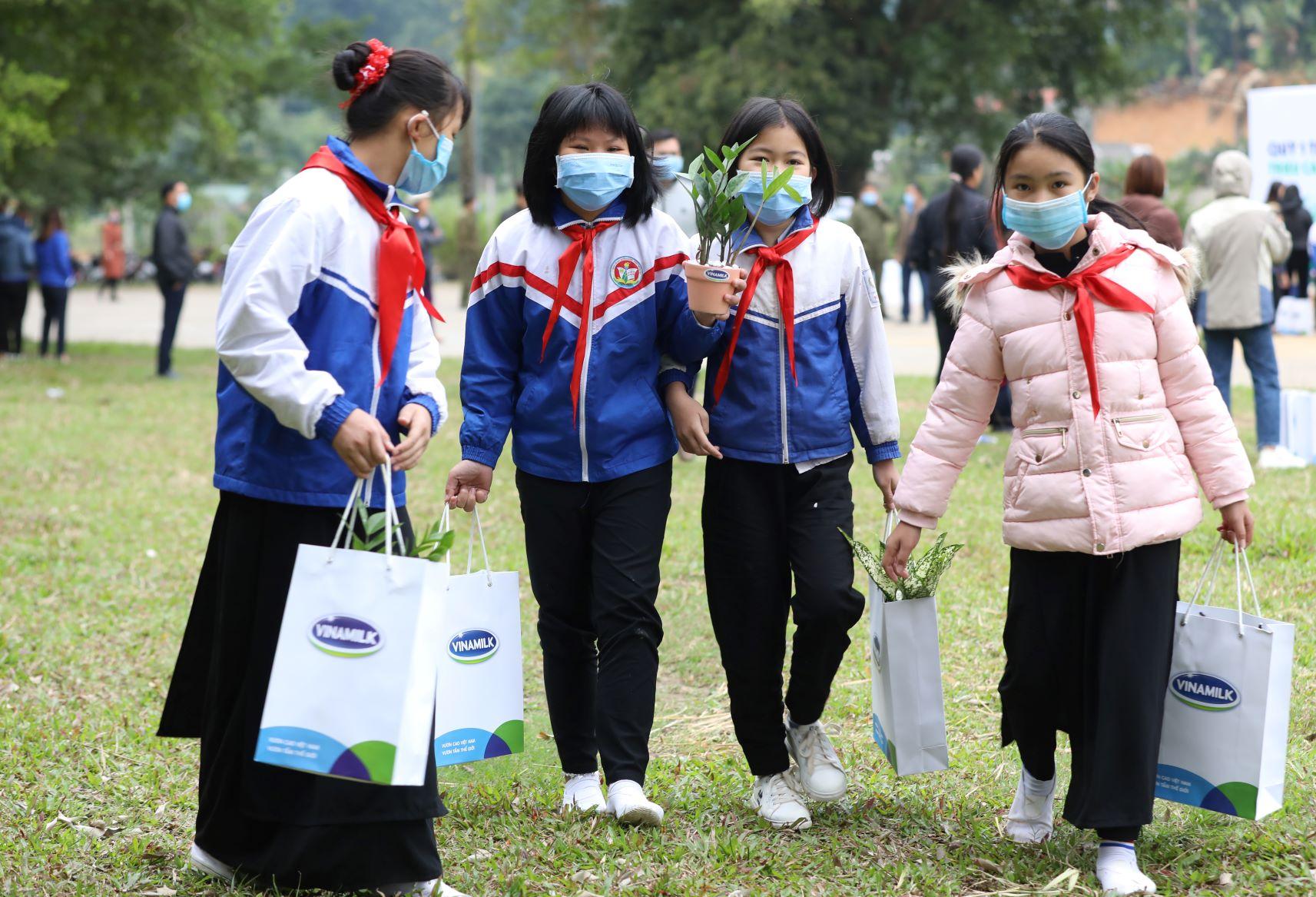 """Quỹ 1 triệu cây xanh cho Việt Nam của Vinamilk - Chương trình vì môi trường tạo được """"dấu ấn xanh"""" đặc biệt với cộng đồng 17"""