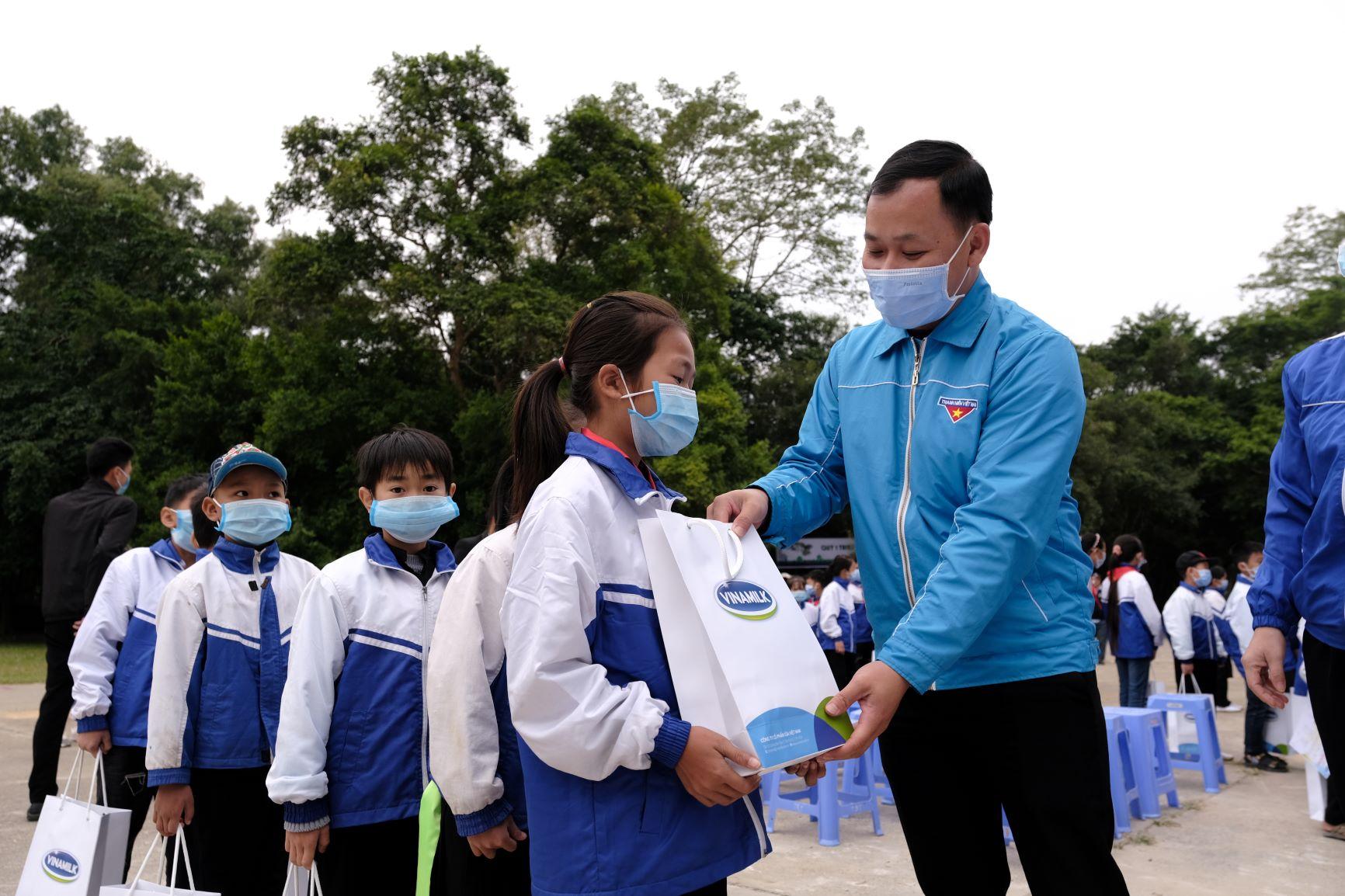 """Quỹ 1 triệu cây xanh cho Việt Nam của Vinamilk - Chương trình vì môi trường tạo được """"dấu ấn xanh"""" đặc biệt với cộng đồng 19"""