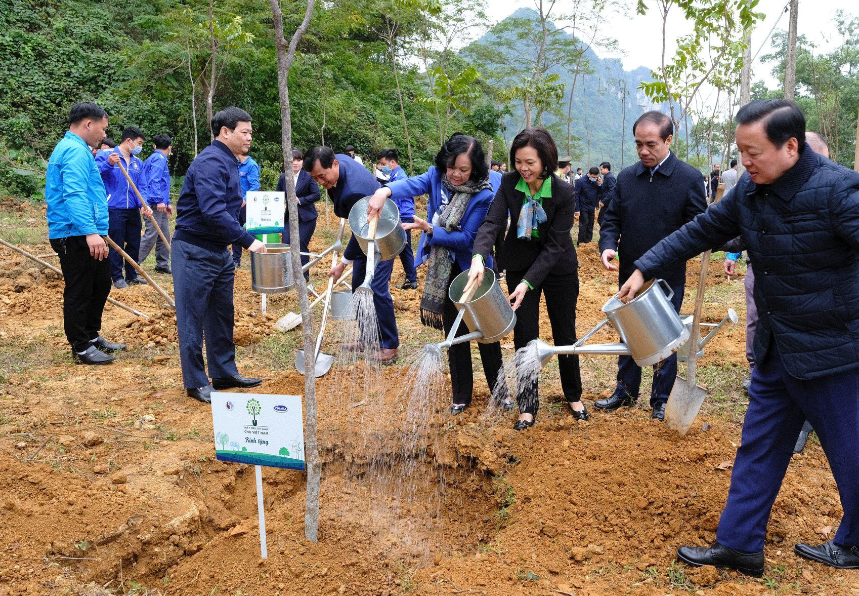 """Quỹ 1 triệu cây xanh cho Việt Nam của Vinamilk - Chương trình vì môi trường tạo được """"dấu ấn xanh"""" đặc biệt với cộng đồng 5"""