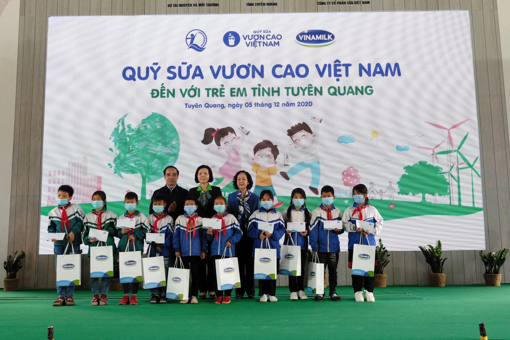 """Quỹ 1 triệu cây xanh cho Việt Nam của Vinamilk - Chương trình vì môi trường tạo được """"dấu ấn xanh"""" đặc biệt với cộng đồng 10"""