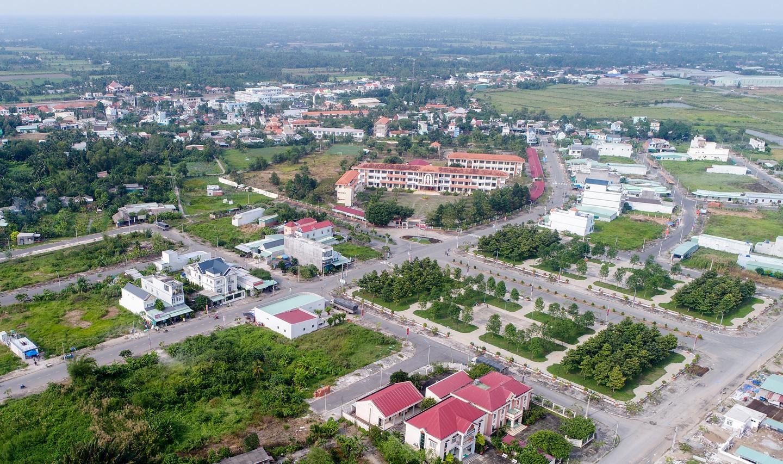 Việc nhiều chủ đầu tư hướng đến khu vực vùng ven Hà Nội và TP.HCM không chỉ giúp thị trường nơi đây phát triển, mà còn hứa hẹn cải thiện được nguồn cung sản phẩm, đặc biệt là phân khúc căn hộ, giải tỏa bớt áp lực cho khu vực trung tâm.