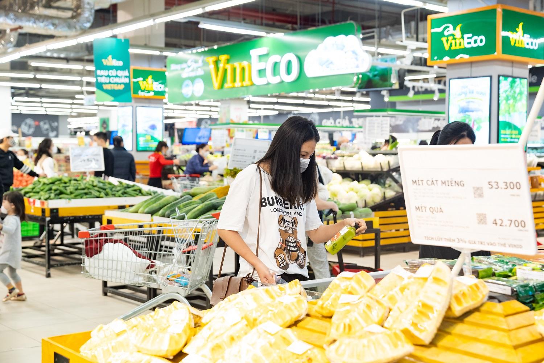 Siêu thị VinMart cung cấp hàng chục ngàn sản phẩm, đáp ứng nhu cầu tiêu dùng dịp Tết Nguyên đán