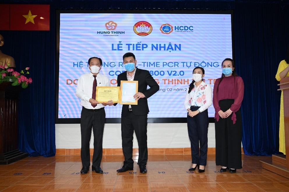 Tập đoàn Hưng Thịnh trao tặng hệ thống máy xét nghiệm tự động trị giá gần 5,3 tỷ đồng cho Trung tâm kiểm soát bệnh tật TP.HCM 1