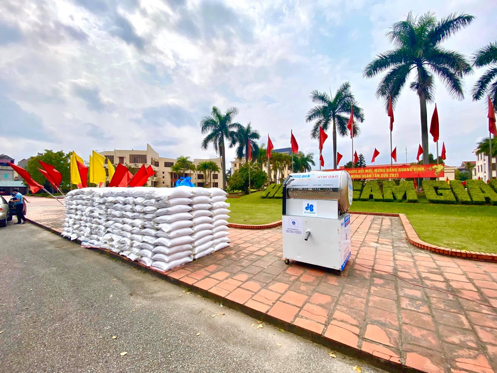 Tập đoàn Hòa Bình ủng hộ 30 tấn gạo xây ATM hỗ trợ Hải Dương 13