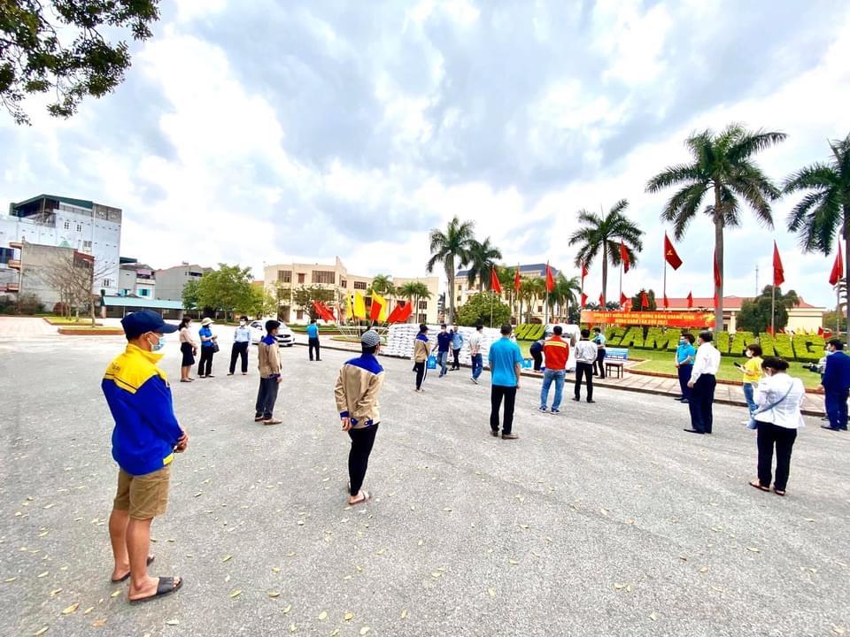 Tập đoàn Hòa Bình ủng hộ 30 tấn gạo xây ATM hỗ trợ Hải Dương 14