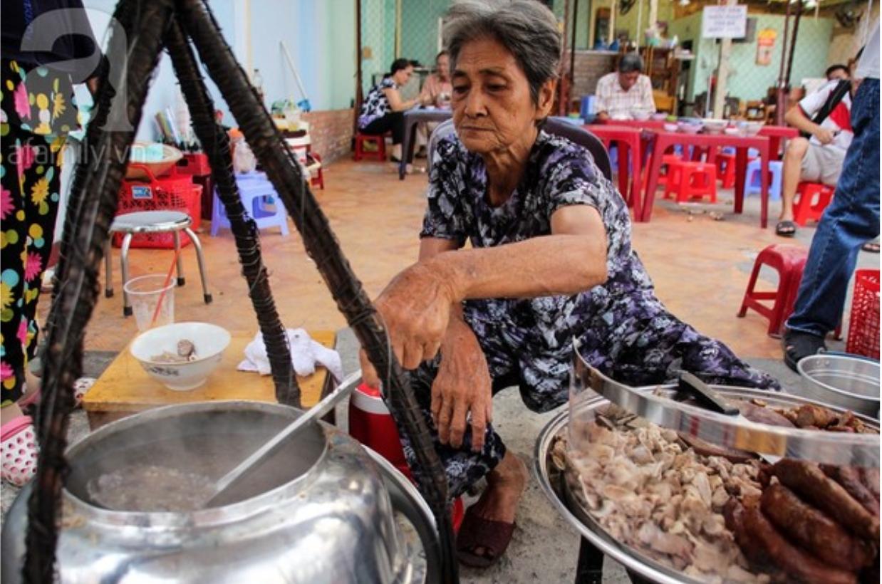 80 năm một hương vị - Quán cháo lòng bà Út, cháo lòng Cô Giang 15