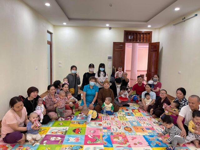 Tết ấm áp: Đầu năm, ca sĩ Doanh nhân Nguyễn Thu Trang lì xì cho trẻ mồ côi tại chùa Quang Phúc 2