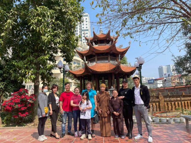Tết ấm áp: Đầu năm, ca sĩ Doanh nhân Nguyễn Thu Trang lì xì cho trẻ mồ côi tại chùa Quang Phúc 4