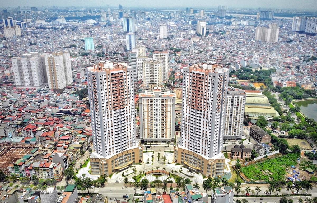Mặc dù gặp nhiều khó khăn do dịch Covid-19, giá bất động sản vẫn không giảm. Ảnh: TTXVN