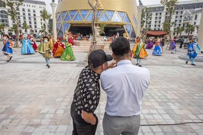 Đạo diễn Việt Tú: 'Phú Quốc United Center đưa du khách 'xuyên không' 3 thế giới' 8
