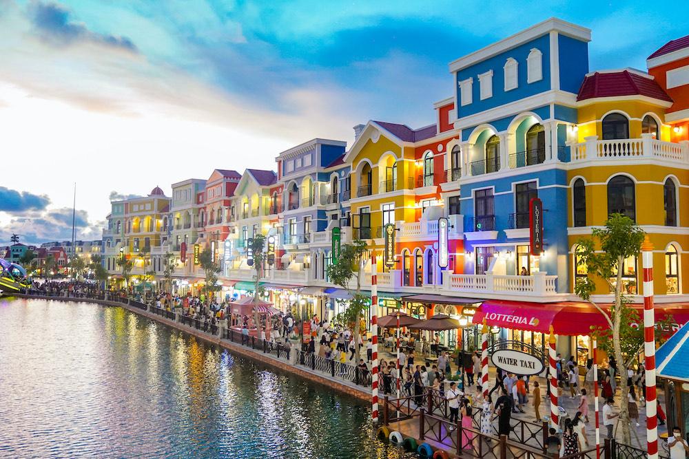 """Hàng vạn du khách háo hức """"check-in"""" 5 kỉ lục Việt Nam tại Phú Quốc United Center 1"""