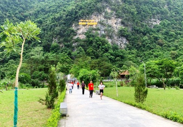 Lối vào khu di tích lịch sử Kim Đồng