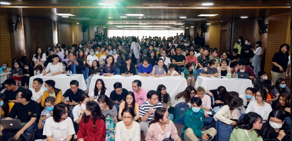 Một ngày sinh nhật đáng nhớ của Shark Linh tại Đại học Hoa Sen 3