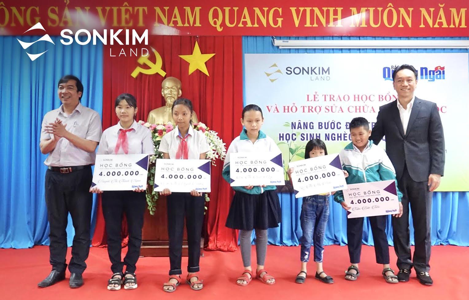 SonKim Land tiếp tục nỗ lực nâng bước đến trường cho học sinh nghèo tỉnh Quảng Ngãi 4