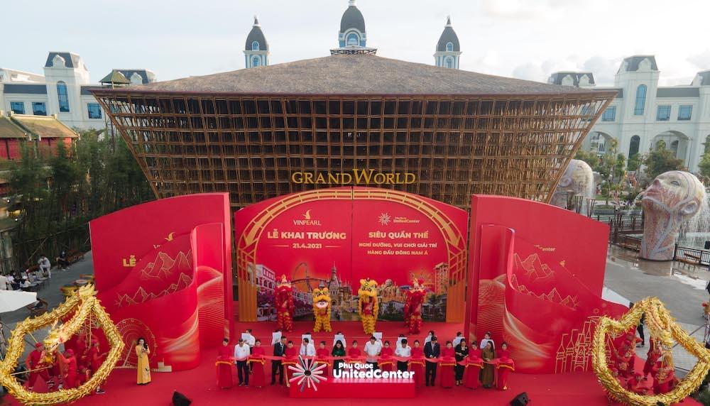"""Hàng vạn du khách háo hức """"check-in"""" 5 kỉ lục Việt Nam tại Phú Quốc United Center 2"""