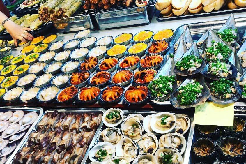 """Du lịch Phú Quốc: Ẩm thực """"chén"""" đặc trưng chỉ có ở chợ đêm 7"""