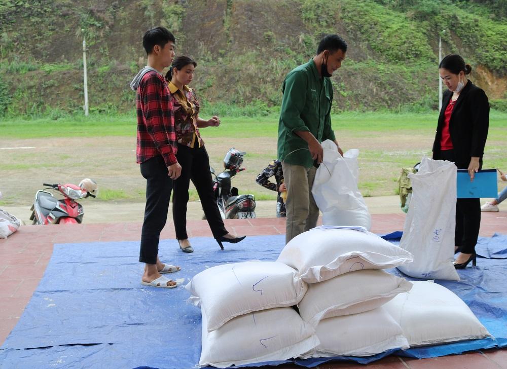Hơn 300 tấn gạo đến với học sinh khó khăn 1