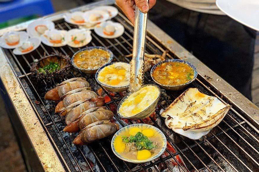 """Du lịch Phú Quốc: Ẩm thực """"chén"""" đặc trưng chỉ có ở chợ đêm 8"""