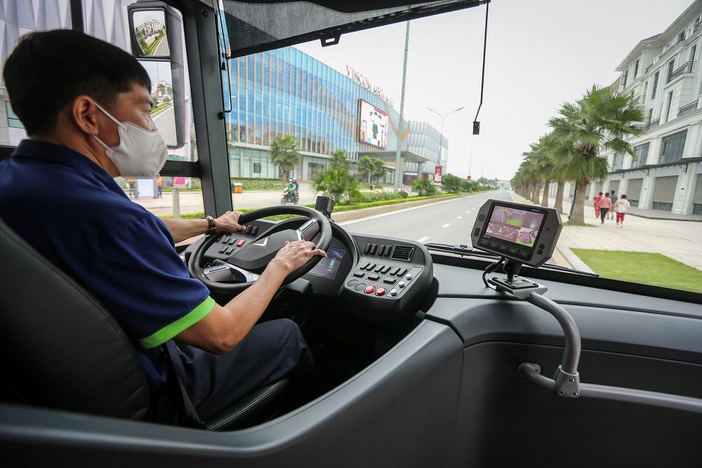 VinBus chính thức vận hành xe buýt điện thông minh đầu tiên tại Việt Nam 5