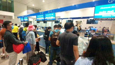 Tăng phí, siết hoàn đổi vé - các hãng hàng không đang muốn gì? 1