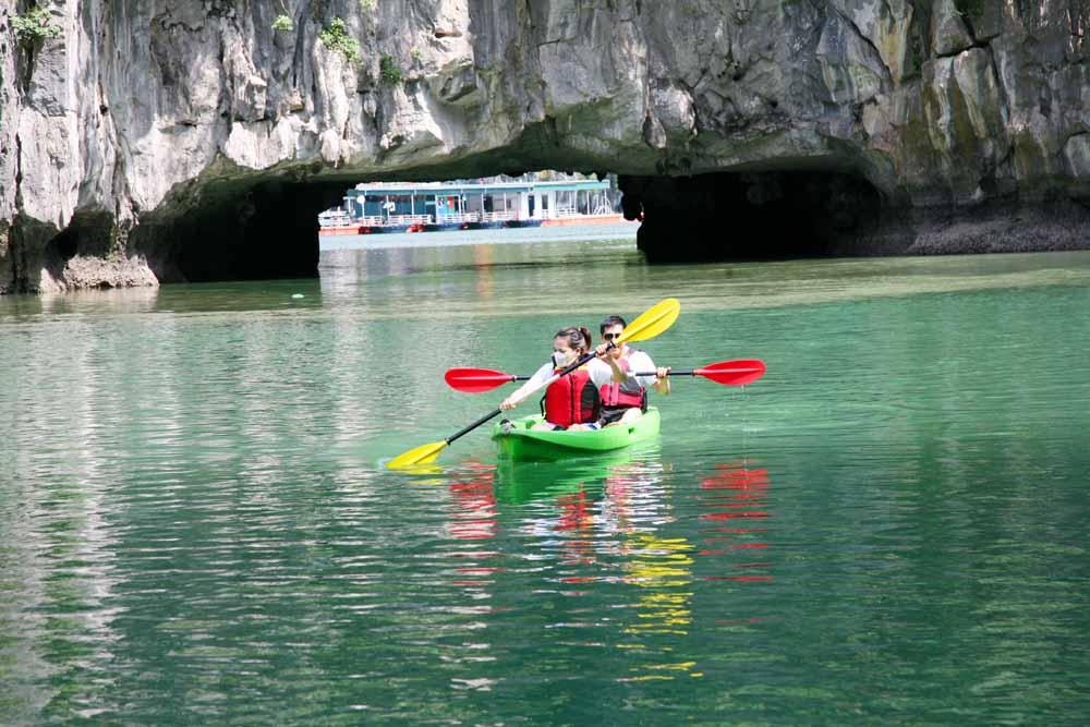 Khám phá Ba Hang bằng thuyền kayak 2