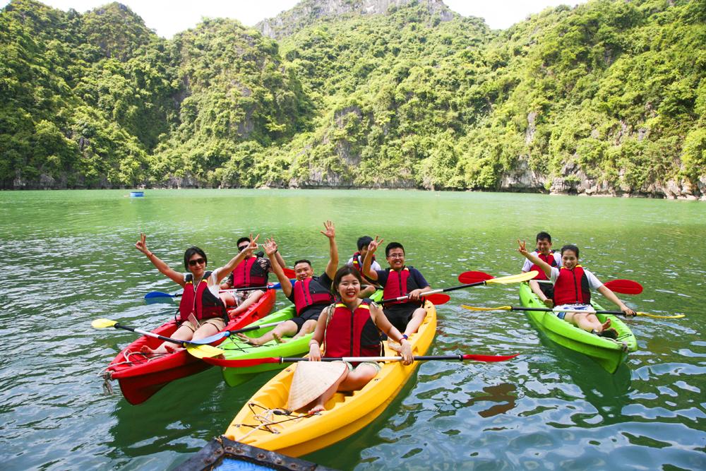 Khám phá Ba Hang bằng thuyền kayak 1