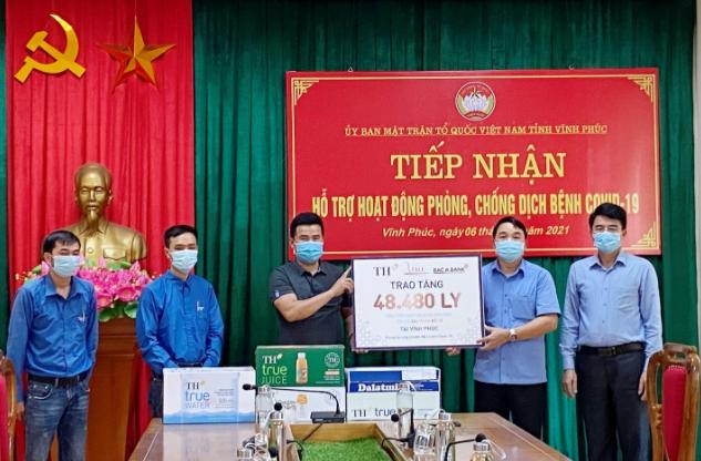Tập đoàn TH trao tặng Hà Nam, Vĩnh Phúc hơn 145.000 sản phẩm đồ uống tốt cho sức khỏe, chung tay chống dịch COVID-19 3