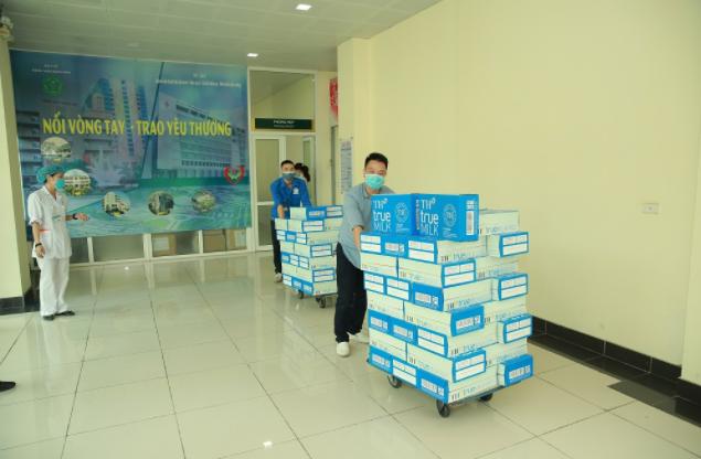 Tập đoàn TH trao tặng Hà Nam, Vĩnh Phúc hơn 145.000 sản phẩm đồ uống tốt cho sức khỏe, chung tay chống dịch COVID-19 5