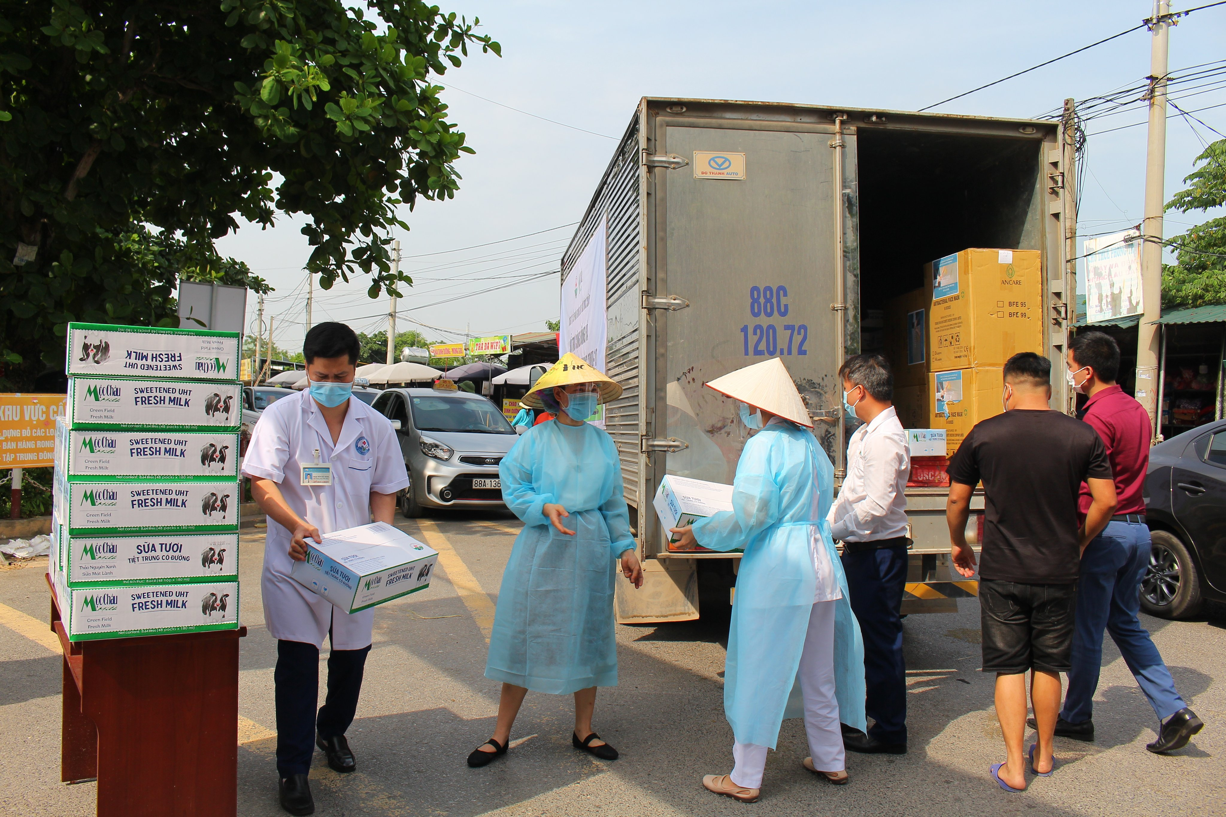 Mộc Châu Milk hỗ trợ hơn 50.000 sản phẩm sữa cho lực lượng tuyến đầu và người dân nơi tâm dịch Covid-19 9
