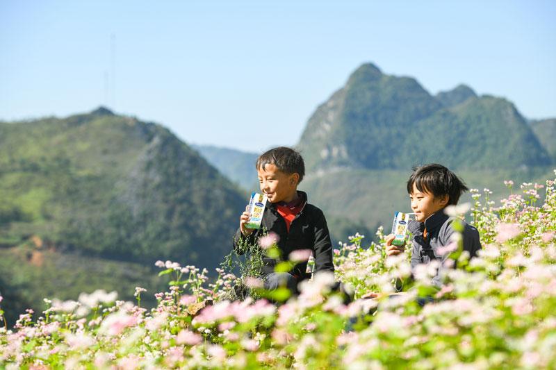 Vinamilk & Quỹ sữa vươn cao Việt Nam 2021 trao tặng 1,7 triệu ly sữa hỗ trợ trẻ em khó khăn giữa dịch Covid-19 8
