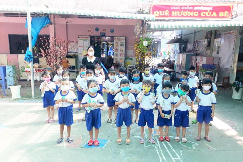 Vinamilk & Quỹ sữa vươn cao Việt Nam 2021 trao tặng 1,7 triệu ly sữa hỗ trợ trẻ em khó khăn giữa dịch Covid-19 3