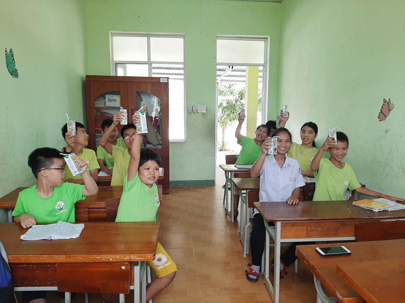 Vinamilk & Quỹ sữa vươn cao Việt Nam 2021 trao tặng 1,7 triệu ly sữa hỗ trợ trẻ em khó khăn giữa dịch Covid-19 5