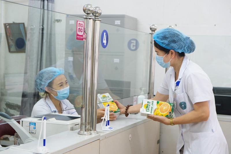 Vinamilk dành quỹ hơn 2 triệu sản phẩm dinh dưỡng để hỗ trợ cộng đồng và lực lượng tuyến đầu chống dịch Covid – 19 trong năm 2021 6