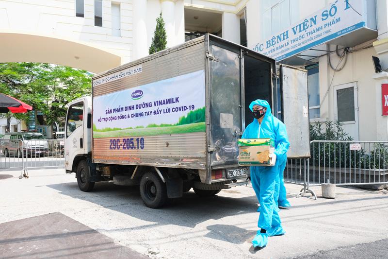 Vinamilk dành quỹ hơn 2 triệu sản phẩm dinh dưỡng để hỗ trợ cộng đồng và lực lượng tuyến đầu chống dịch Covid – 19 trong năm 2021 11