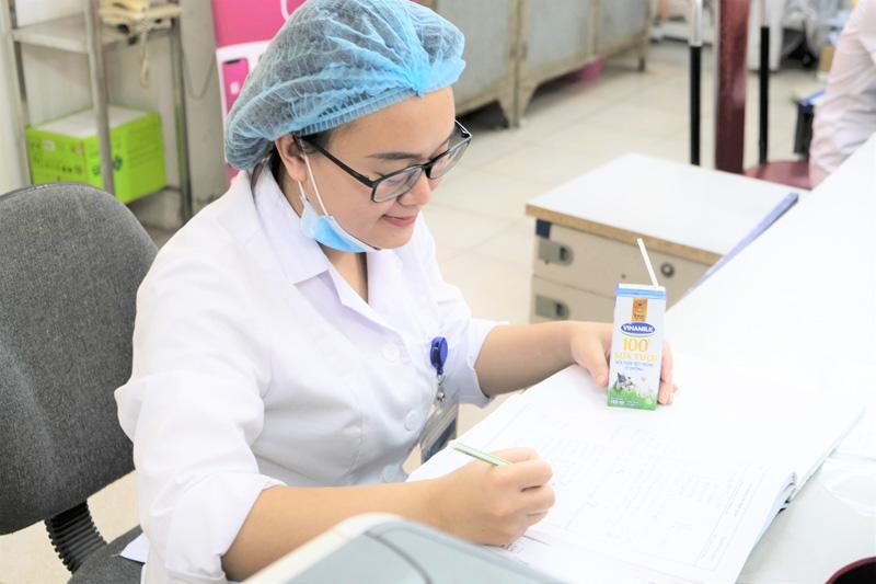 Vinamilk dành quỹ hơn 2 triệu sản phẩm dinh dưỡng để hỗ trợ cộng đồng và lực lượng tuyến đầu chống dịch Covid – 19 trong năm 2021 8