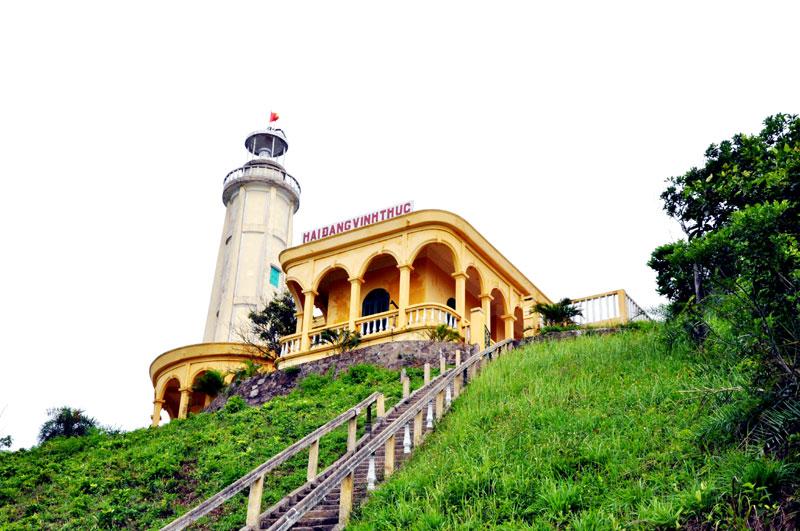 Ngọn hải đăng trên đảo Vĩnh Thực.