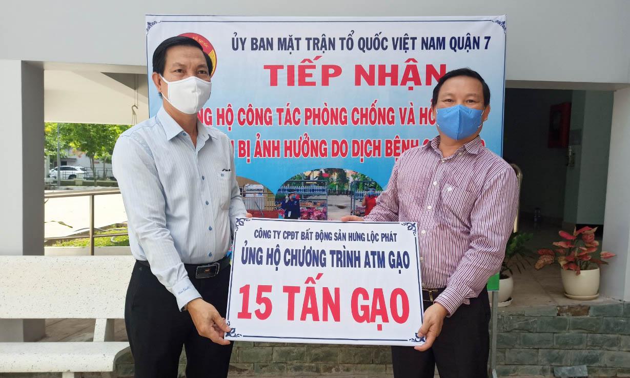 Bất động sản Hưng Lộc Phát ủng hộ 15 tấn gạo giúp người dân vượt qua khó khăn mùa dịch 3