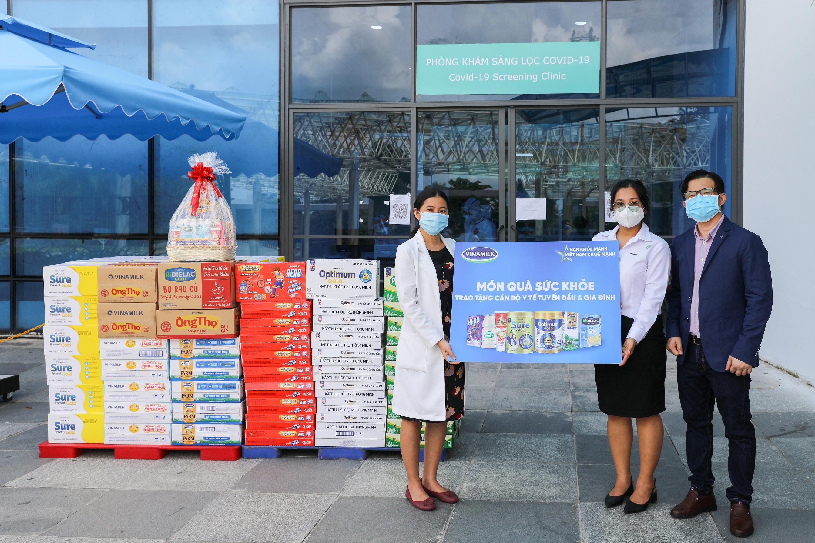 Hàng ngàn món quà dinh dưỡng từ Vinamilk gửi tặng đến các y bác sĩ, người thân trong ngày gia đình Việt Nam 2