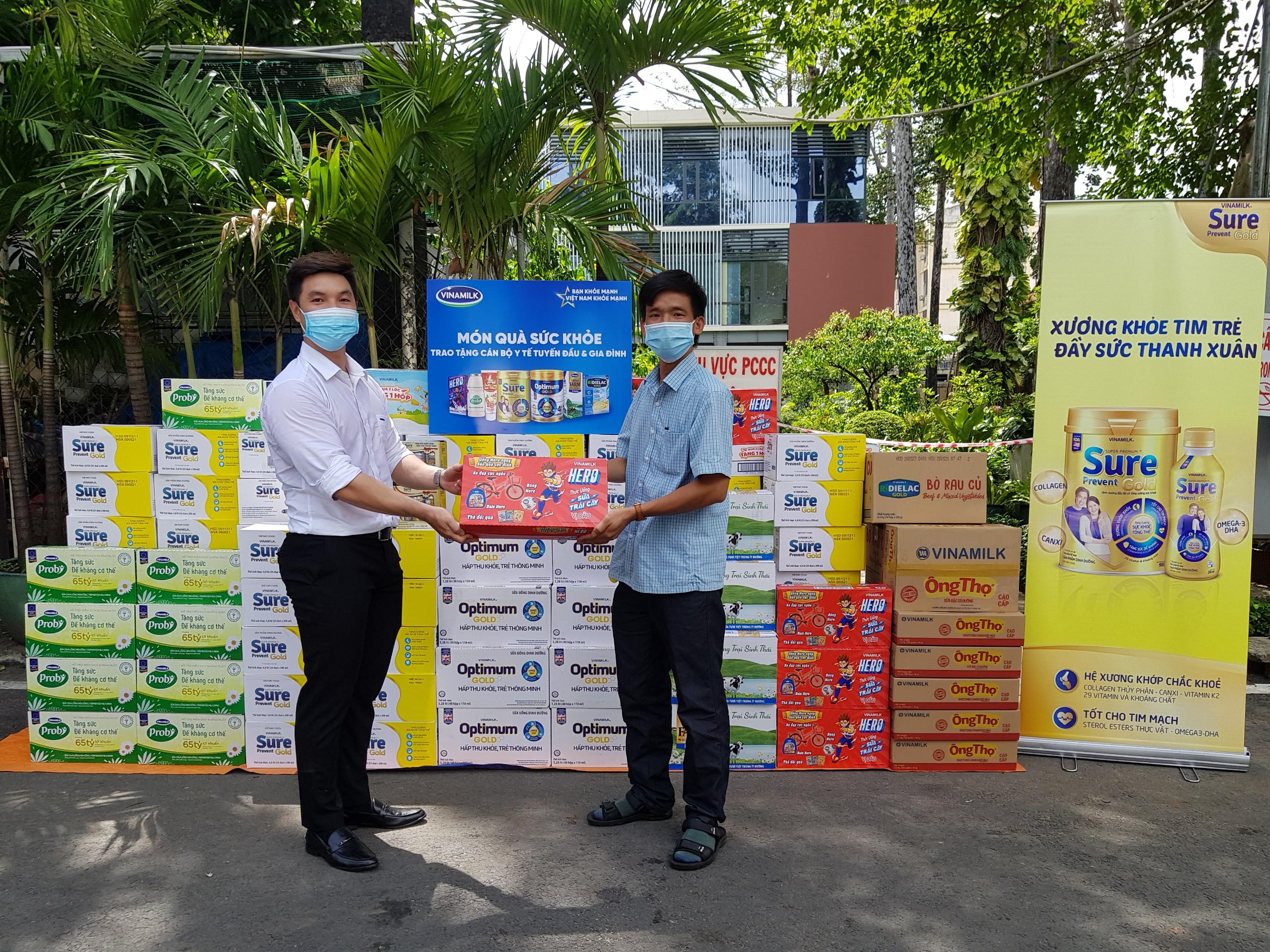 Hàng ngàn món quà dinh dưỡng từ Vinamilk gửi tặng đến các y bác sĩ, người thân trong ngày gia đình Việt Nam 3