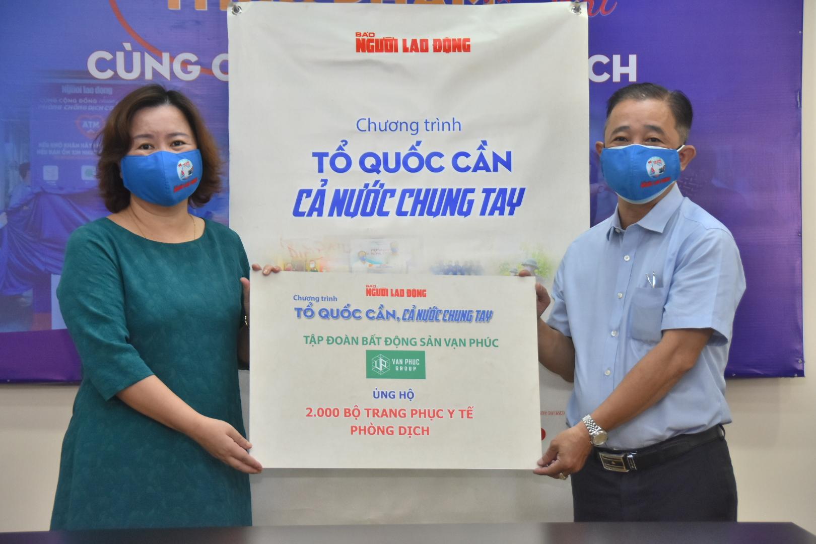 Van Phuc Group góp 100 tấn gạo, 2.000 quần áo bảo hộ cùng tuyến đầu chống dịch Covid-19 7