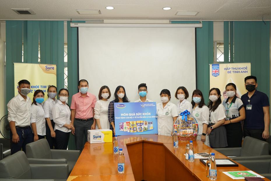 Hàng ngàn món quà dinh dưỡng từ Vinamilk gửi tặng đến các y bác sĩ, người thân trong ngày gia đình Việt Nam 8