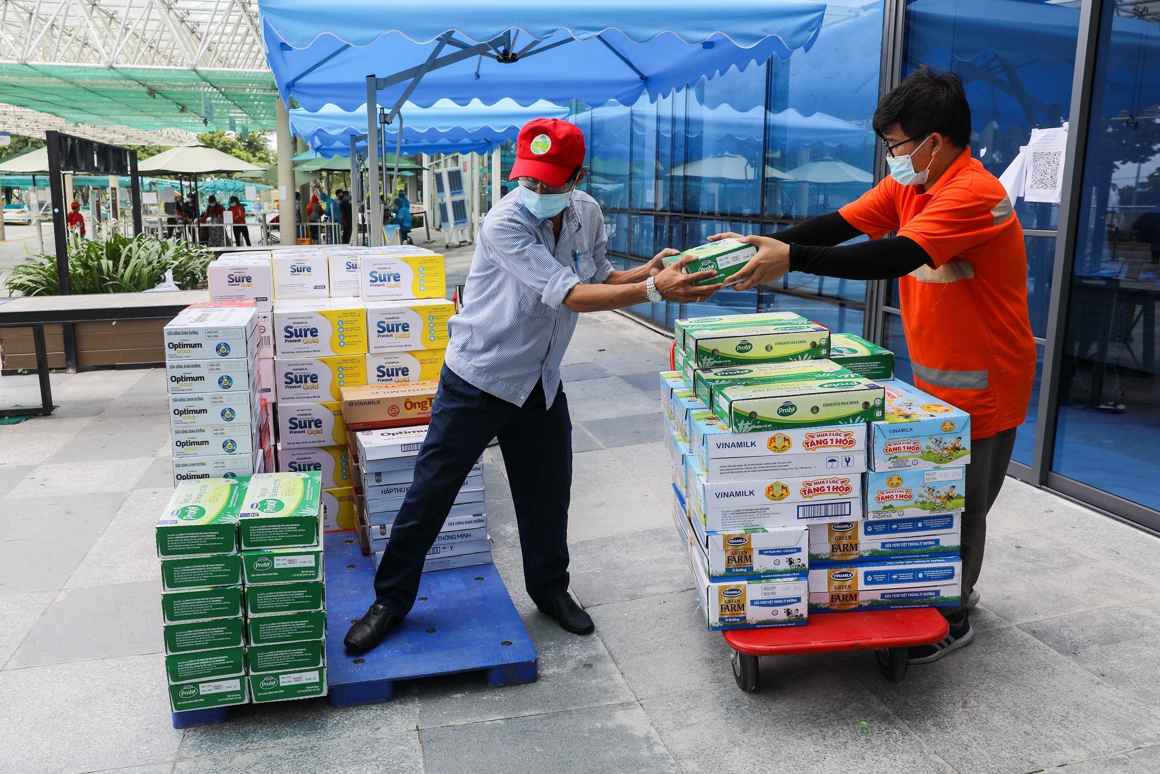 Hàng ngàn món quà dinh dưỡng từ Vinamilk gửi tặng đến các y bác sĩ, người thân trong ngày gia đình Việt Nam 9