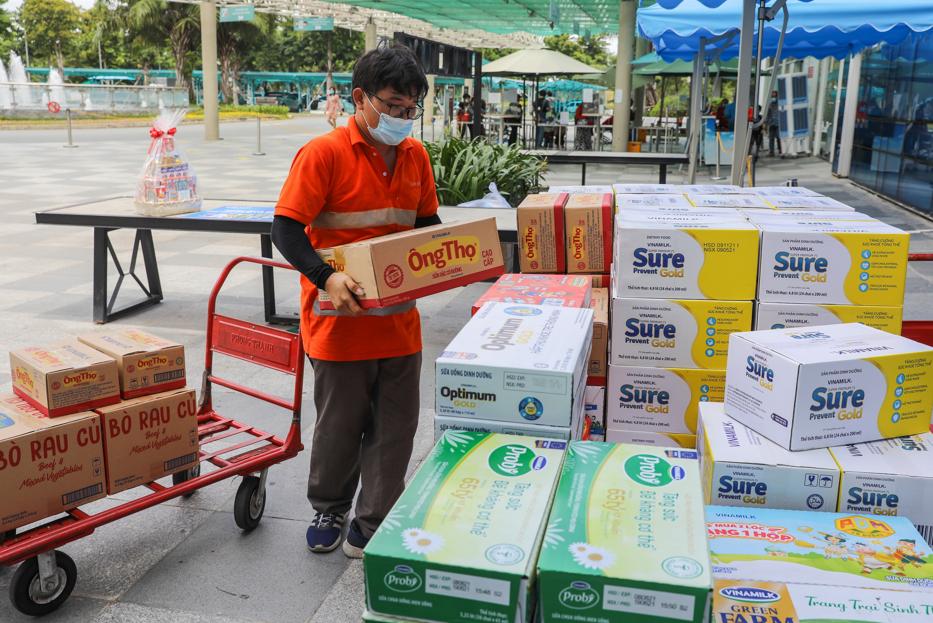 Hàng ngàn món quà dinh dưỡng từ Vinamilk gửi tặng đến các y bác sĩ, người thân trong ngày gia đình Việt Nam 12