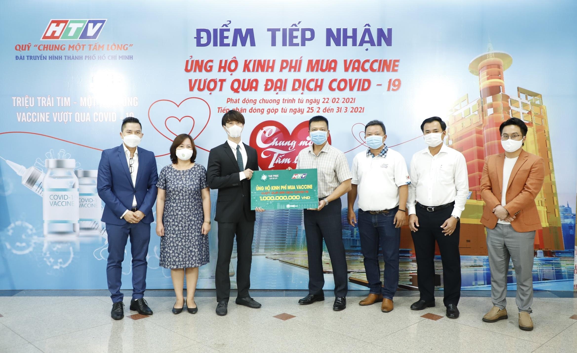 Van Phuc Group góp 100 tấn gạo, 2.000 quần áo bảo hộ cùng tuyến đầu chống dịch Covid-19 8