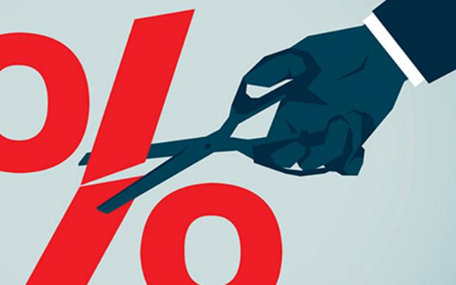 Nhiều ngân hàng đã hưởng ứng lời kêu gọi của cơ quan quản lý để giảm lãi suất trung bình 1%/năm. Ảnh Internet.