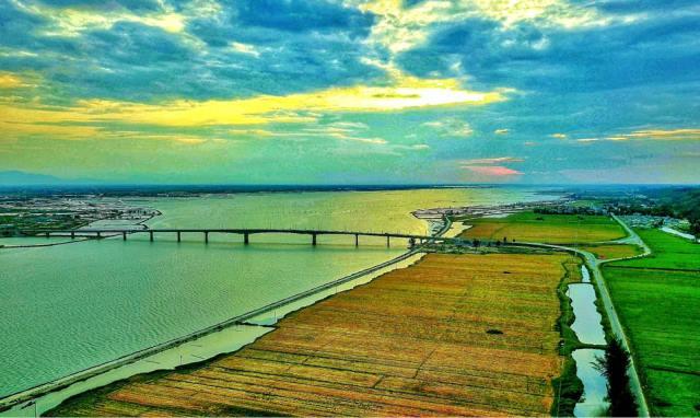 Cầu Tam Giang lúc hoàng hôn