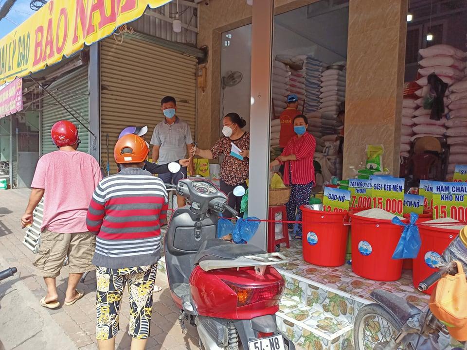 Bất chấp chỉ là tin giả, người dân đổ xô đi mua nhiều đồ nhu yếu phẩm 16