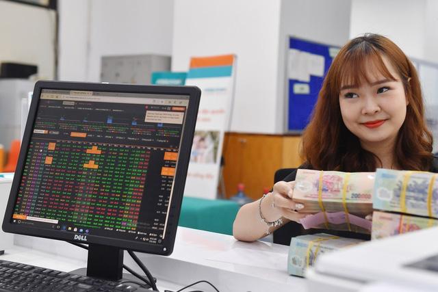 Tiền gửi vào ngân hàng giảm kỷ lục, tiền đang 'chảy' vào đâu? 3