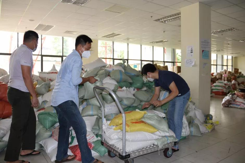 Hơn 300 tấn gạo đến với học sinh khó khăn 6