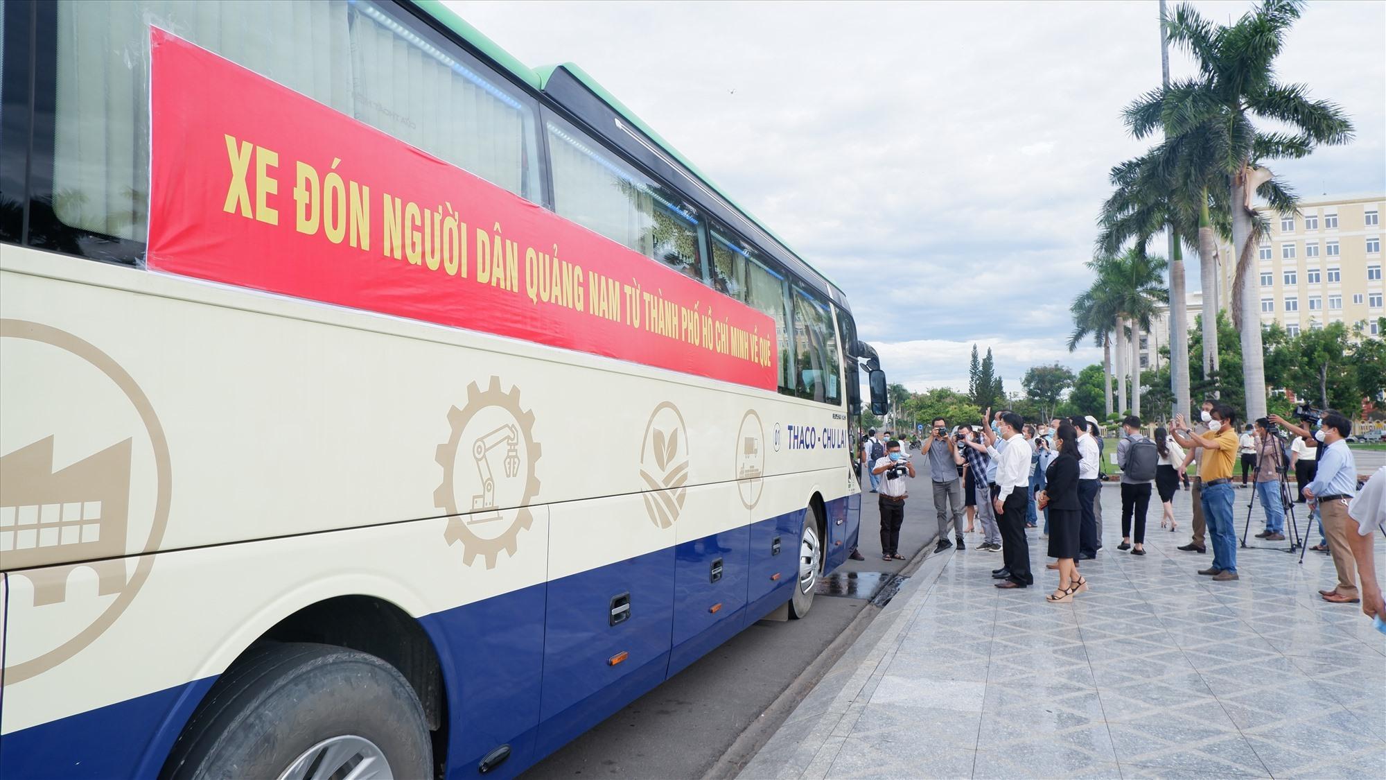 Khởi hành đoàn xe đón đồng hương Quảng Nam từ TP.Hồ Chí Minh về quê (clip) 5
